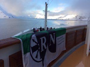 RN an der Prins Christian Sund Passage, Grönland (ca. 3720 km)