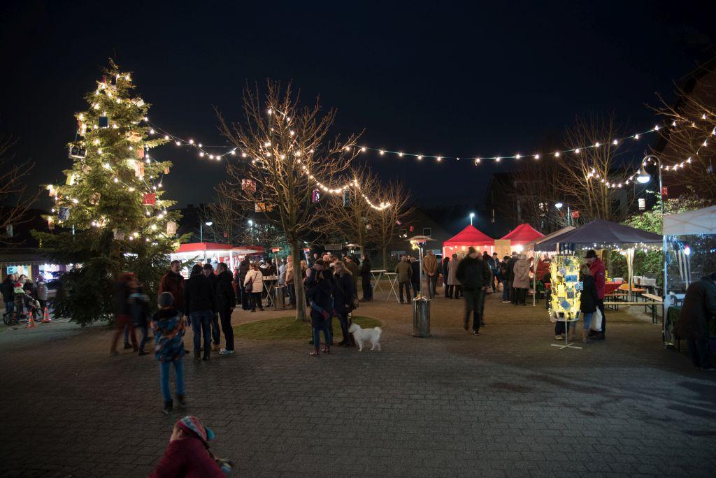 Weihnachtsbaum Aufstellen am 02. Dezember 2017